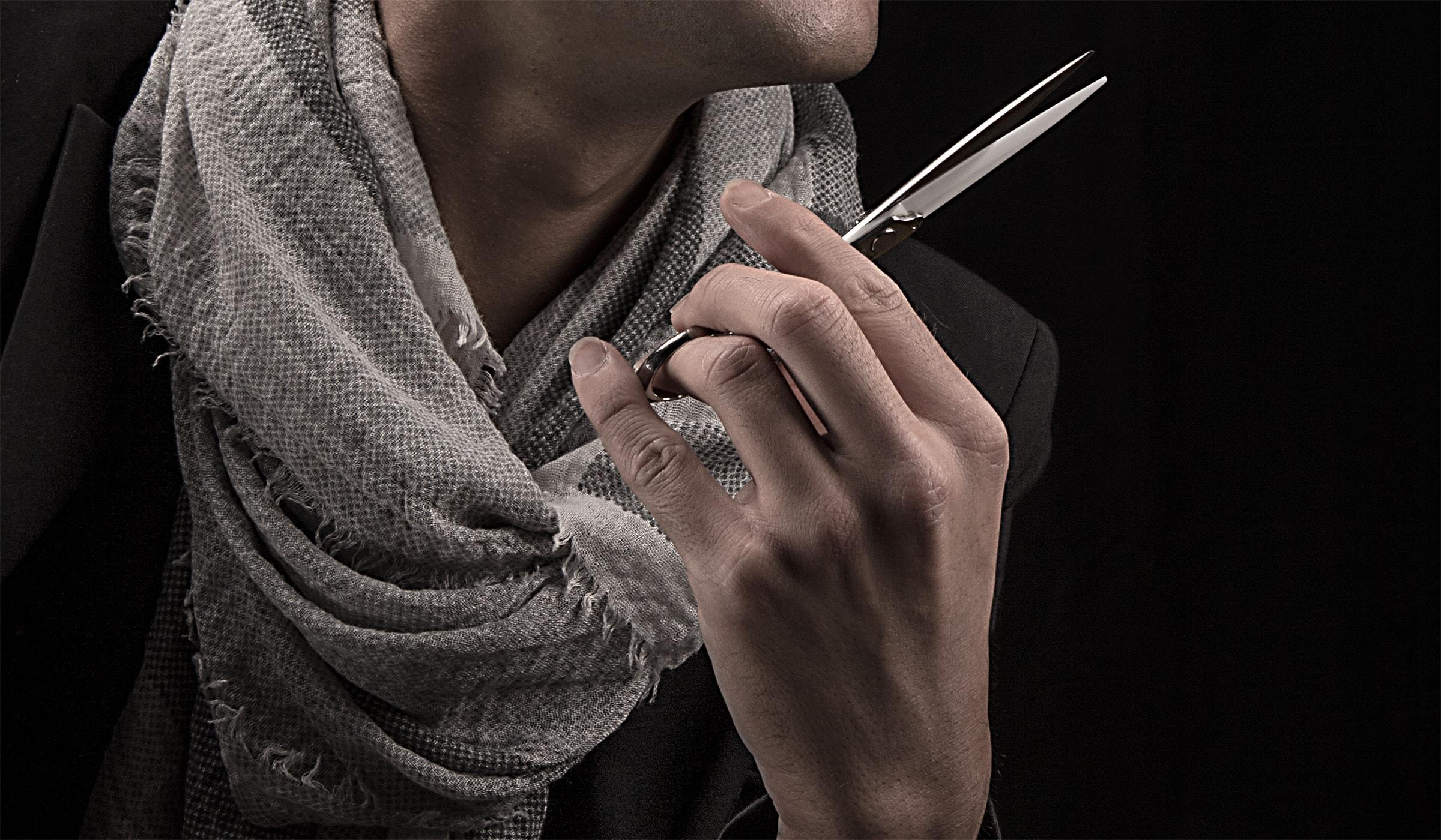 Businessportraits innerhalb der Corporate Fotografie für einen Stylisten aus Hermeskeil. Businessfotografie als Teil des Werbeauftritts, erstellt und entwickelt durch die Werbeagentur mieker - Konzept Design Strategie. Anwendung als Teaser innerhalb der Webseite. Regionen: Hermeskeil, Saarbrücken, Saarlouis, Trier