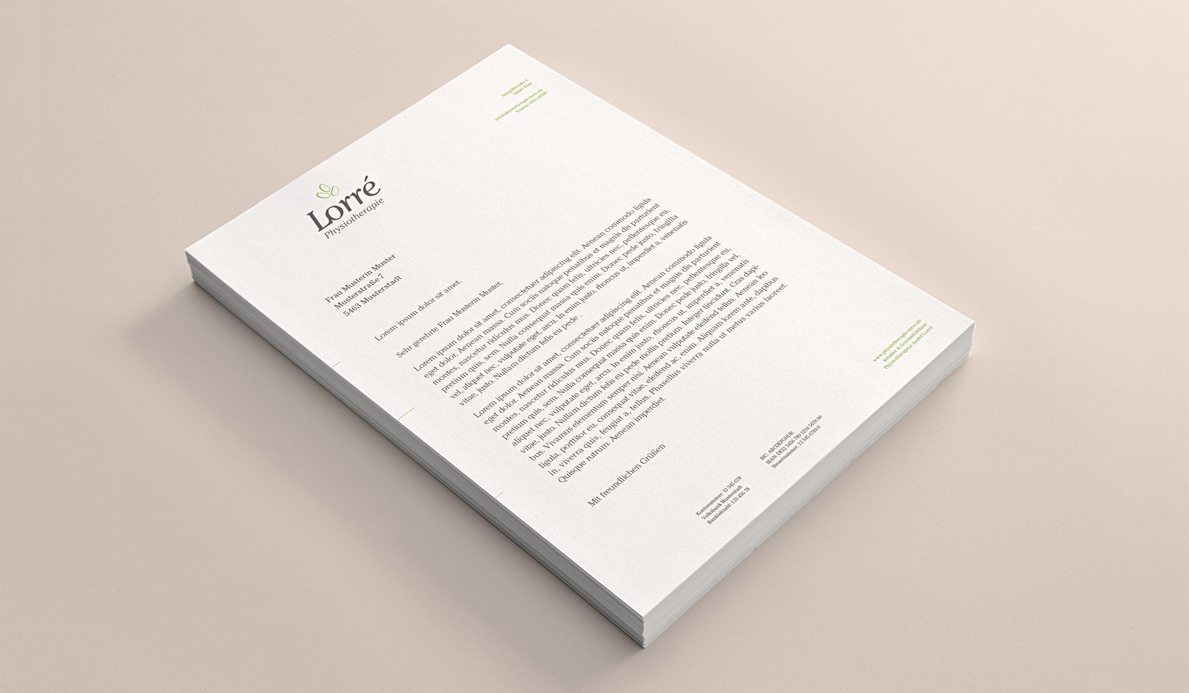 Das Corporate Design des Unternehmens-Erscheinungsbildes für eine Physiotherapie Praxis in Trier folgt einem durchdachten Designkonzept dessen Basis die Corporate Identity darstellt. Der Werbeauftritt wurde durch die Werbeagentur mieker - Konzept Design Strategie entwickelt. Der Erstentwurf des Printdesign Briefpapier zeigt sich in den definierten Corporate Farben und Fonts. Branding für die Branche Gesundheit. Das Designkonzept umfasst folgende Leistungen der Designagentur: Kommunikationsdesign, Grafikdesign, Logodesign, Corporate Design, Werbemittel und Werbung. Regionen: Trier, Wittlich, Hermeskeil, Luxemburg, Koblenz