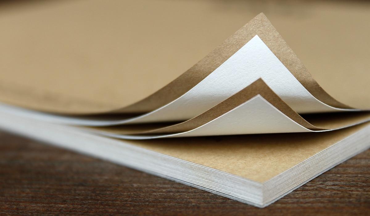 Konzeptarbeit ~ Corporate Design ~ Notizblock // Detail Notizblock aus verschiedenen Naturpapieren // M&M Schreinerei