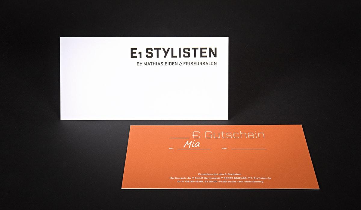 Konzeptarbeit ~ Corporate Design ~ Gutscheine für Frauen // Gutscheine für Frauen in Weiß/Rost mit Heißfolienprägung 600g // E1 Stylisten