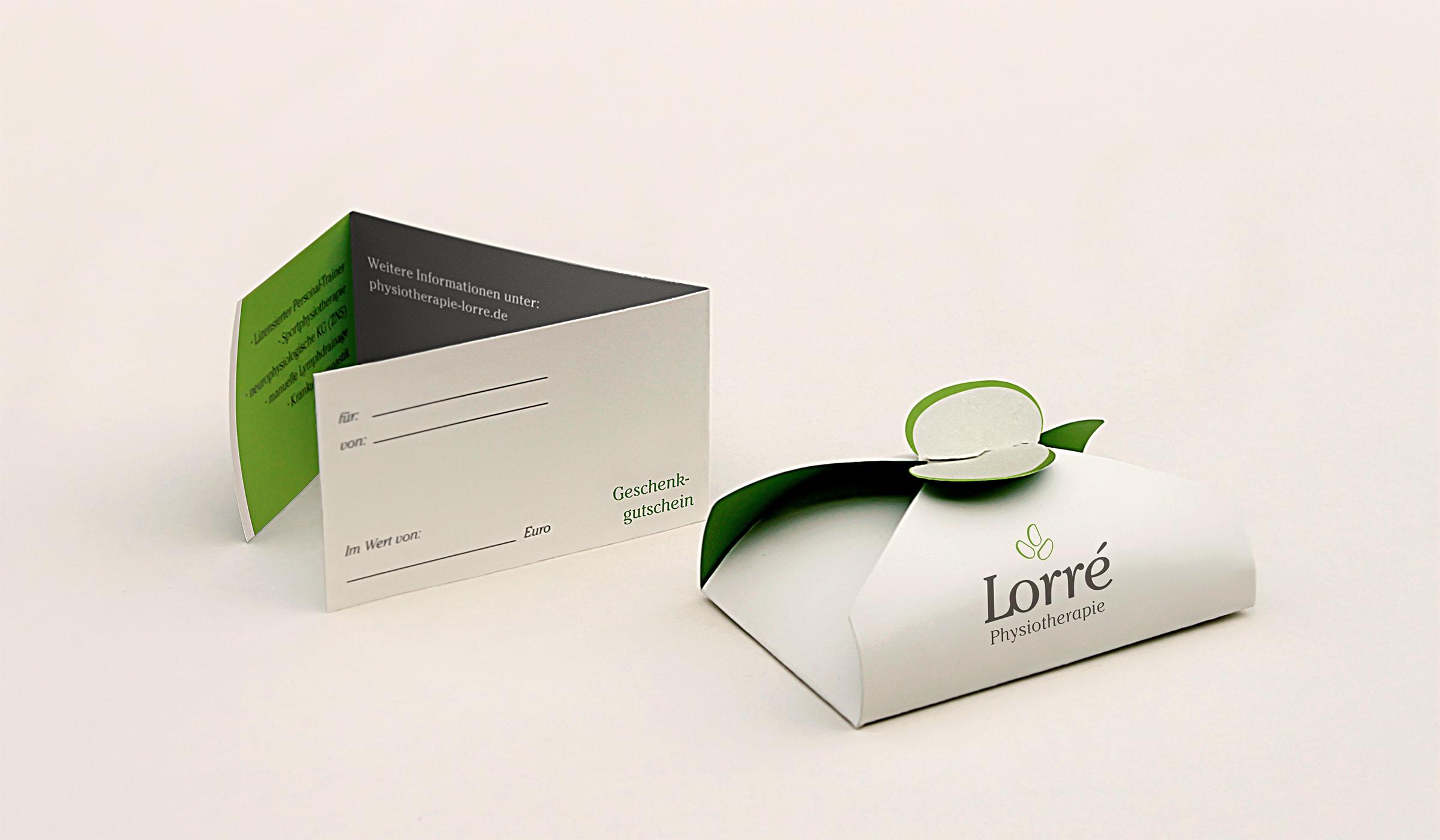 Konzeptarbeit ~ Corporate Design // Gutscheinkarte mit Verpackung // Physiotherapie Lorré