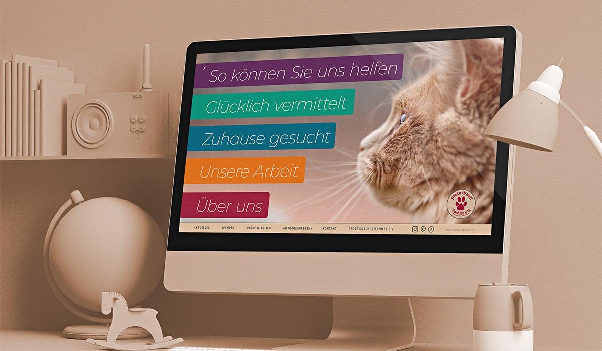 Webdesign für Pfote drauf Trier und Region. Entwickelt durch die Werbeagentur mieker - Konzept Design Strategie. Als Screendesign Beispiel das individuelle Webdesign mit Werbefotos für einen Verein aus Trier. Bestandteile des Webkonzeptes und Design: Kommunikations- und Grafikdesign, Webdesign, Screendesign, responsive Webkonzept und Werbefotografie, Werbemittel, Werbung. Eine Webseite mit einem außergewöhnlichen Menü – benutzerfreundlich und animierend. Regionen: Trier, Luxemburg, Saarland, Hermeskeil.