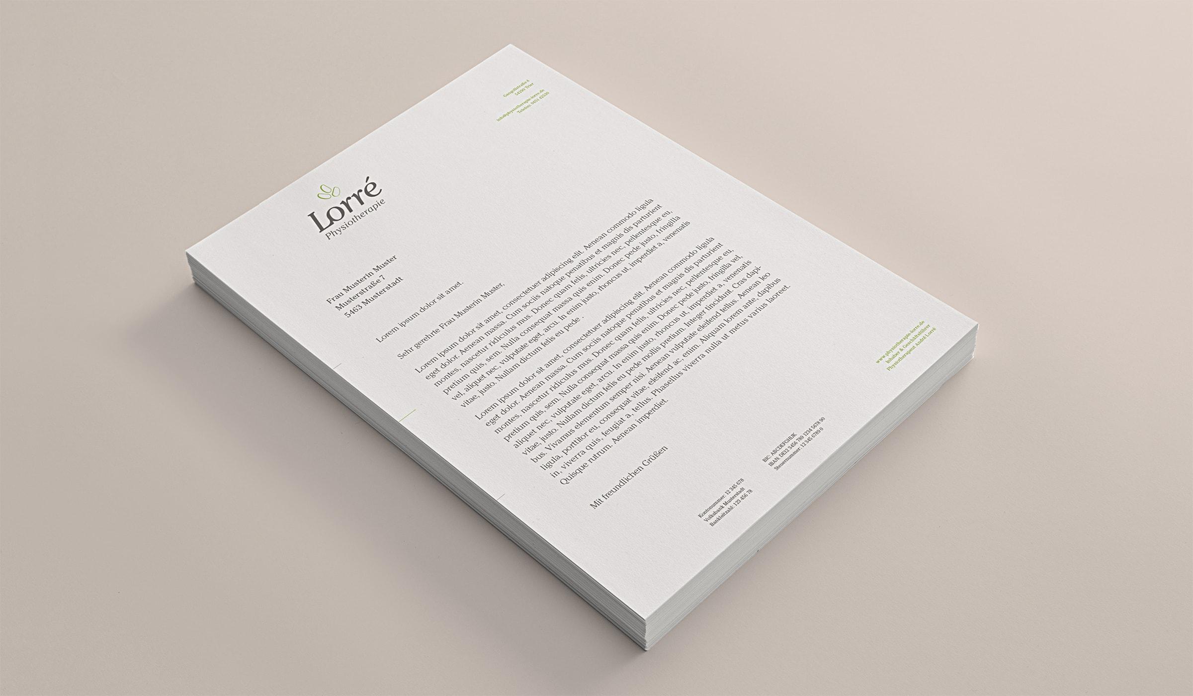 Werbeauftritt für eine Physiotherapie Praxis in Trier. Das Corporate Design folgt der Corporate Identity. Das Designkonzept wurde durch die Werbeagentur mieker - Konzept Design Strategie entwickelt. Der Erstentwurf des Printdesigns für den Briefkopf zeigt sich in den Hausfarben. Branding für den Gesundheitsbereich. Das Unternehmens-Erscheinungsbild umfasst folgende Leistungen der Werbeagentur: Kommunikationsdesign, Grafikdesign, Logoentwicklung, Corporate Design, Werbemittel und Werbung. Regionen: Trier, Wittlich, Hermeskeil, Luxemburg, Koblenz