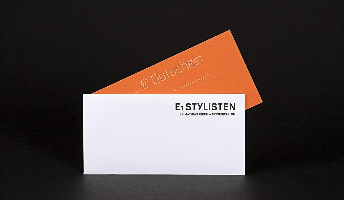 Konzeptarbeit ~ Corporate Design ~ Gutscheine für Frauen // Gutscheine für Frauen in Weiß/Rost mit Heißfolienprägung 600g mit Briefumschlägen // E1 Stylisten
