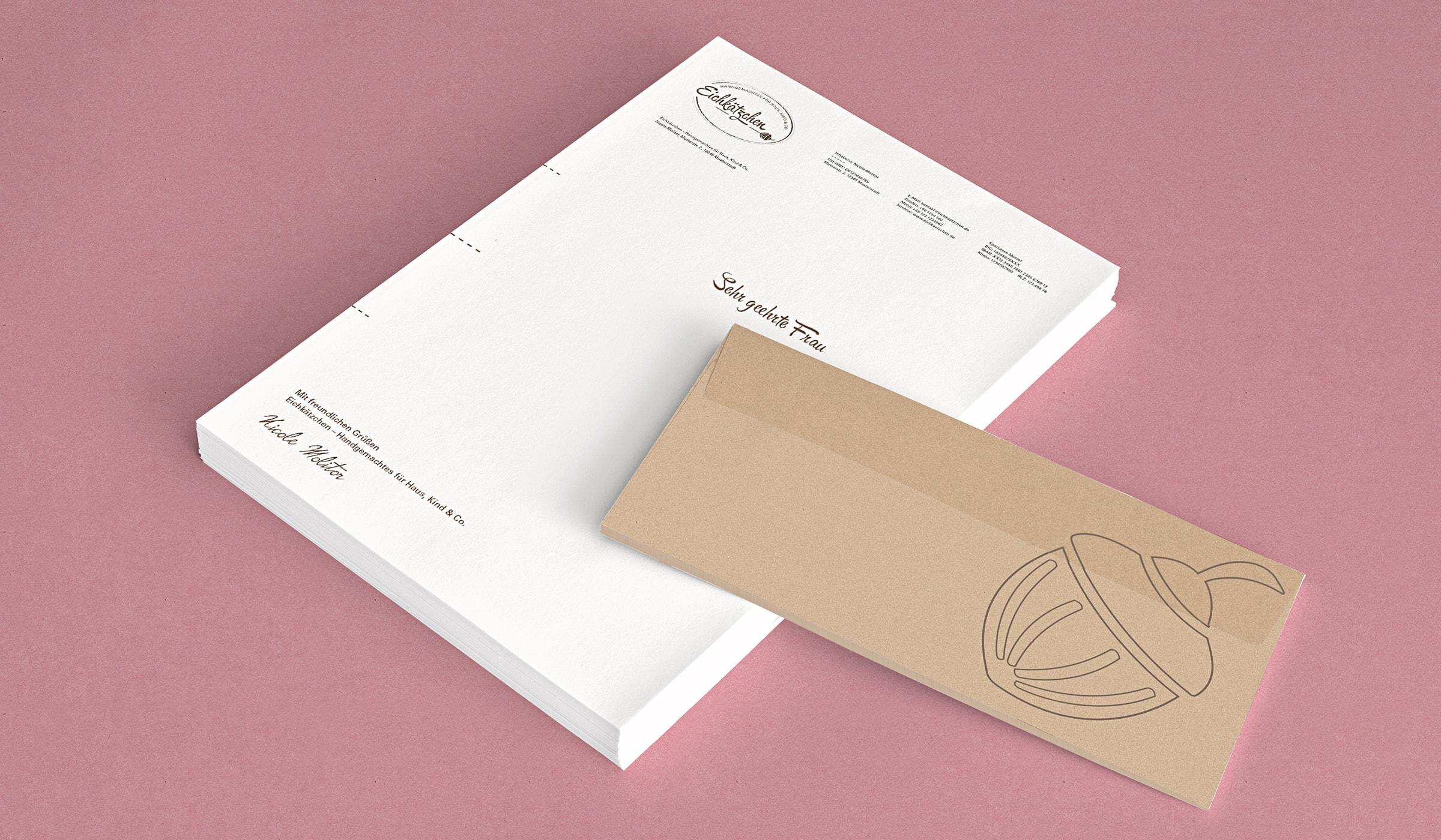 Das Brand Design und Corporate Design für das Kreativteam folgt der Brand Identity und zeigt sich nachhaltig, gedruckt auf zu 100% recyceltes Papier. Die Brand Identity wurde durch die Designagentur mieker - Konzept Design Strategie konzipiert. Die Markenentwicklung umfasst: Kommunikationsdesign, Grafikdesign, Branding, Brand- und Corporate Design, Namensentwicklung und Logodesign, Label Design, Keyvisuals, Etiketten, Tragetaschen, Visitenkarten, Werbemittel, Werbung. Regionen: Hermeskeil, Hochwald, Saarbrücken, Trier, Luxembourg, Koblenz, Bonn, Köln, Mannheim.