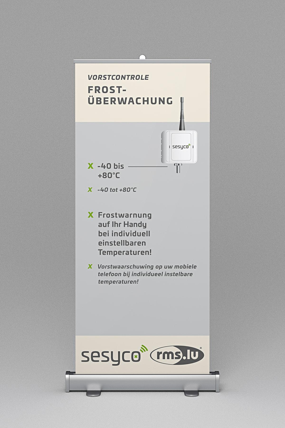 Branding/ Konzeptarbeit/ Corporate Design/ Rollup Displays/ sesyco – eine Marke der Rms.lu S.A. Luxemburg/ Brand Design/ Logo/ KERSTIN MICHELS – DESIGN/ Designagentur/ Werbeagentur/ Grafikdesign/ Kommunikationsdesign/ Hermeskeil / Hochwald/ Trier/ Rheinland-Pfalz/ Werbung/ Design