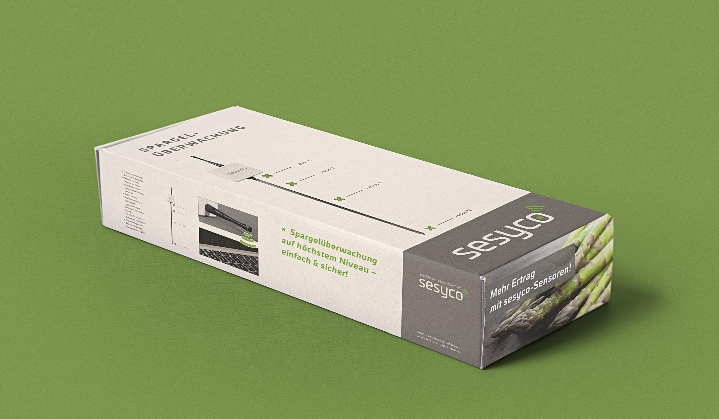 Packaging Design innerhalb des Branding für ein Unternehmen in Luxembourg entwickelt durch die Designagentur mieker - Konzept Design Strategie. Die Verpackung zeigt sich als benutzerfreundliche Faltschachtel und besteht aus Recyclingkarton, passend zur Markenidentität und zum Kommunikationskonzept. Bestandteile des Branding: Packaging Design, Kommunikationsdesign, Brand- und Corporate Design, Logodesign, Werbemittel und Werbung. Regionen: Luxembourg, Saarbrücken, Trier, Koblenz, Mannheim.