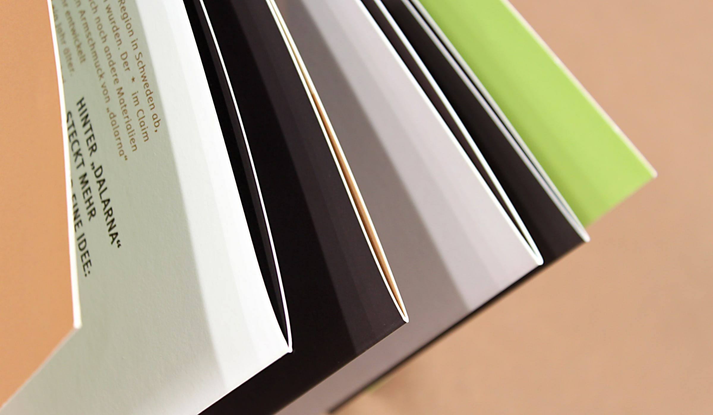 Konzeptarbeit ~ Produktentwicklung & Vermarktung ~ Werbemittel ~ Imagebroschüre // Detail Imagebroschüre // dalarna // Branding/ Brand Design/ Corporate Design/ Logo/ KERSTIN MICHELS – DESIGN/ Designagentur/ Werbeagentur/Grafikdesign/ Kommunikationsdesign/ Hermeskeil/ Hochwald/ Trier/ Rheinland-Pfalz/ Werbung/ Design