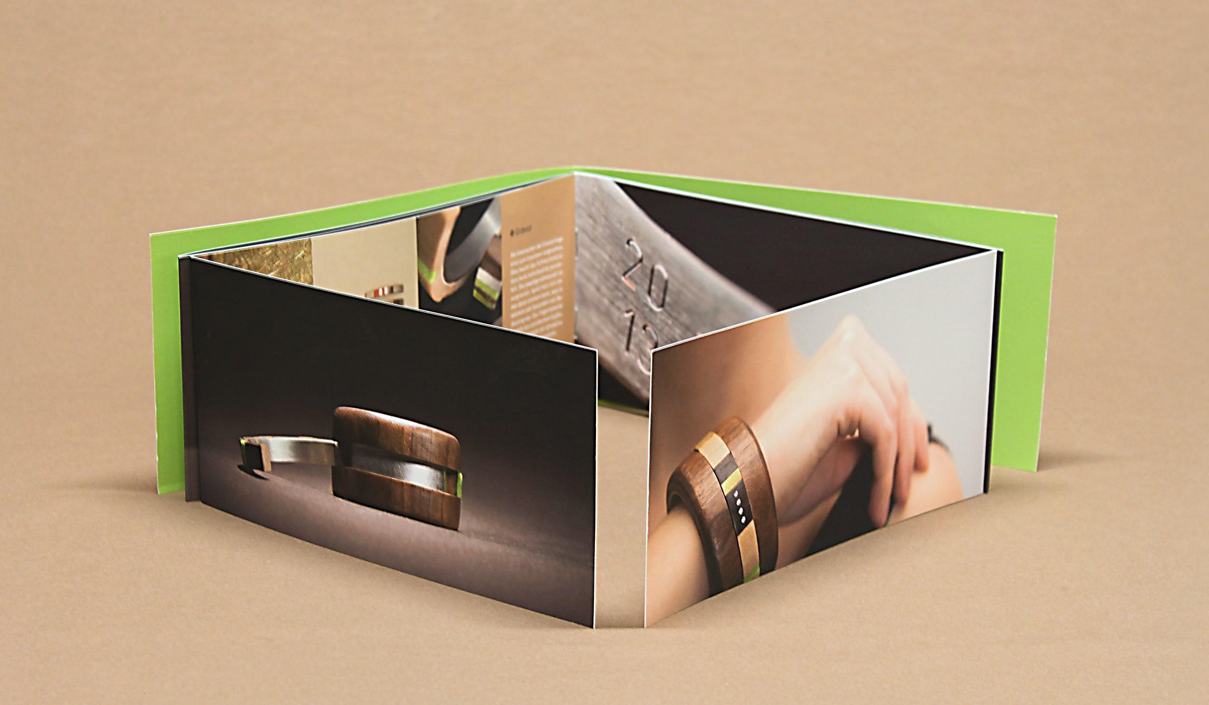 Konzeptarbeit ~ Produktentwicklung & Vermarktung ~ Werbemittel ~ Imagebroschüre // Imagebroschüre mit Altarfalz // dalarna // Branding/ Brand Design/ Corporate Design/ Logo/ KERSTIN MICHELS – DESIGN/ Designagentur/ Werbeagentur/Grafikdesign/ Kommunikationsdesign/ Hermeskeil/ Hochwald/ Trier/ Rheinland-Pfalz/ Werbung/ Design